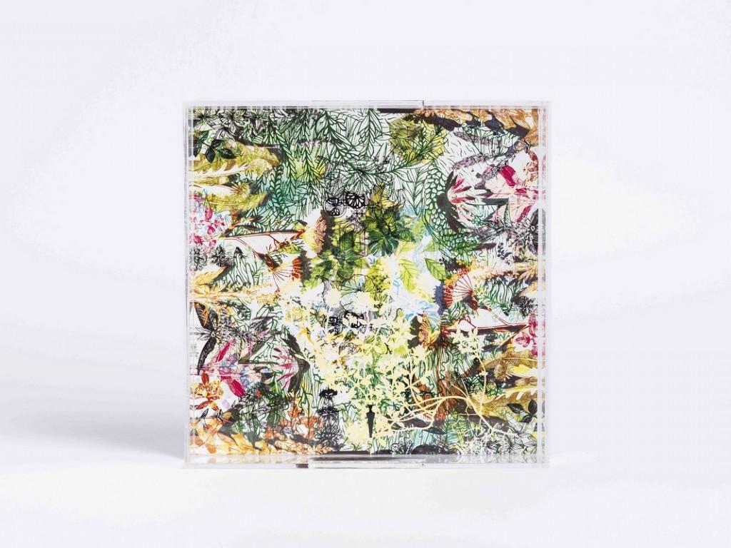 Πράσινος δίσκος από plexi-glass διασκοσμημένος με τα φυτά των Κυκλάδων | € 160,00 Σχεδιασμός : By Klimentini