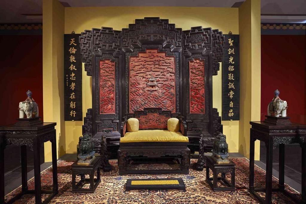 Η αίθουσα του θρόνου στο Παλάτι του Πολλαπλού Μεγαλείου