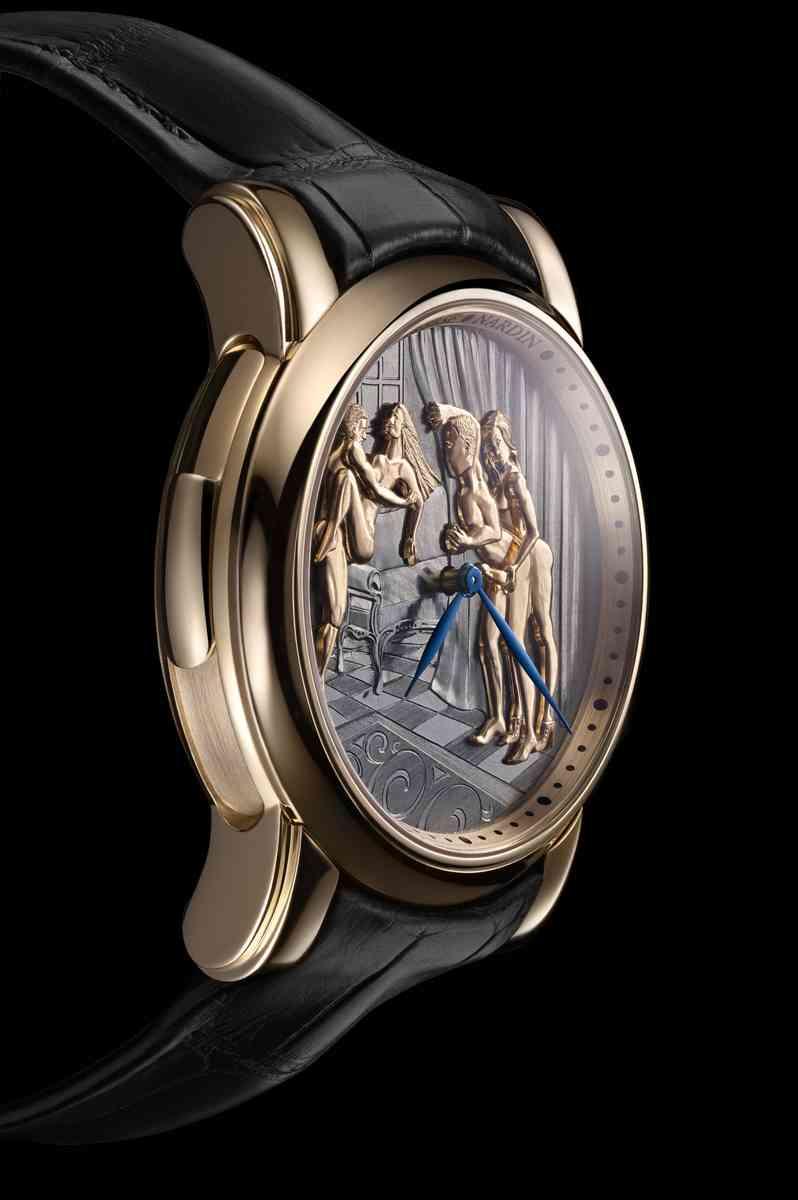 """Η Ulysse Nardin σκοπεύει να περιορίσει την παραγωγή της Classic Voyeur σε τρεις δωδεκάδες, με μοντέλα σε ροζ χρυσό και πλατίνας να πωλούνται $295.000 δολάρια και μια έκδοση""""Princess"""" με 60 μπαγκέτ διαμάντια στα $373.000 δολάρια."""